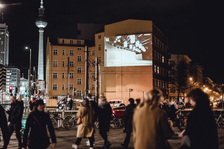 Foto Berlinale Wandprojektion von Guerilla-Ads